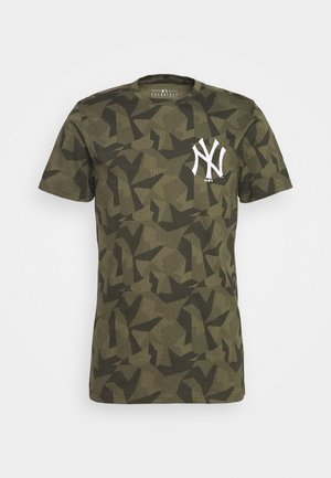 MLB NEW YORK YANKEES TEE GEOMETRIC - Klubové oblečení - olive