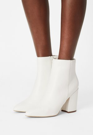 MEEKO - Kotníkové boty - white paris