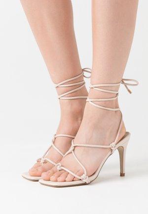 EXTREME SQUARE STRAPPY MID - Sandály na vysokém podpatku - nude