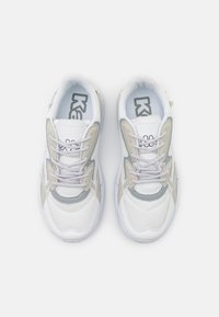 Kappa - CRUMPTON UNISEX - Sports shoes - white/l'grey - 3