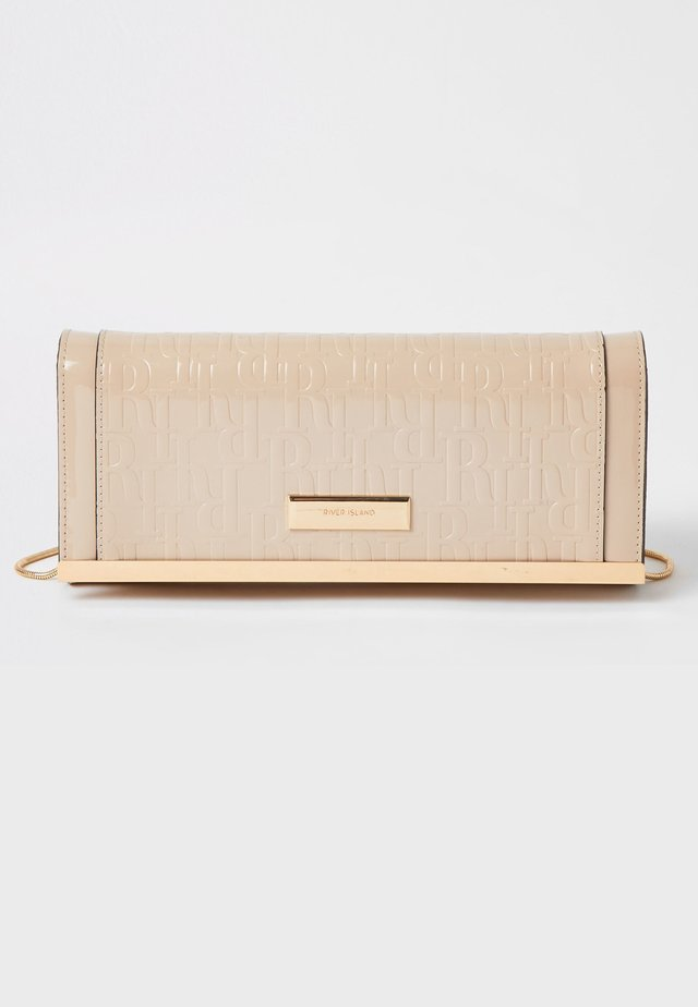 BEIGE RI EMBOSSED CLUTCH BAG - Pikkulaukku - cream