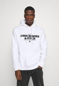 Abercrombie & Fitch - LOGOCON APPLIQUE - Hoodie - white - 0