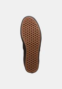Vans - AUTHENTIC COMFYCUSH - Skate shoes - schwarz - 4