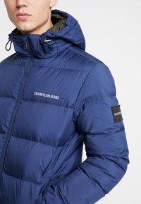 Calvin Klein Jeans - HOODED DOWN PUFFER  - Winter jacket - blue - 6