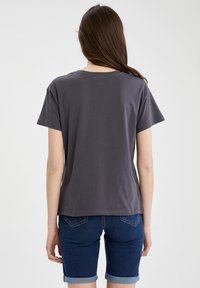 DeFacto - DISNEY LILO & STITCH - T-shirt print - anthracite - 2
