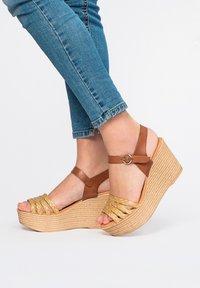 Maria Barcelo - High heeled sandals - Marrón - 0