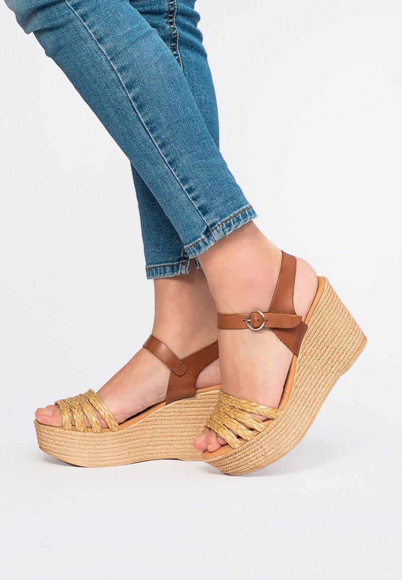 Maria Barcelo - High heeled sandals - Marrón