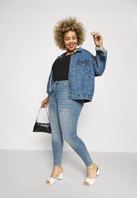 Vero Moda Curve - VMLORA - Jeans Skinny Fit - light blue denim - 3
