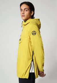 Napapijri - RAINFOREST CIRCULAR - Light jacket - yellow moss - 3