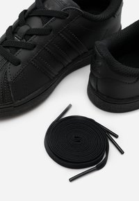 adidas Originals - SUPERSTAR SPORTS INSPIRED SHOES - Sneakersy niskie - core black - 5