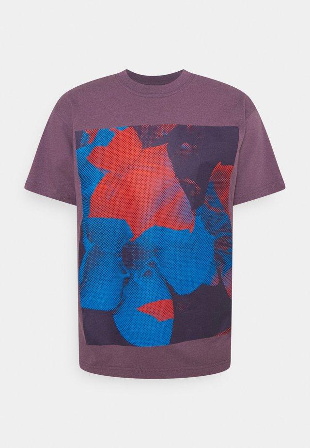POWER AND EQUALITY - Print T-shirt - mauve