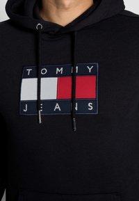 Tommy Jeans - FLAG HOODIE - Sweat à capuche - black - 4