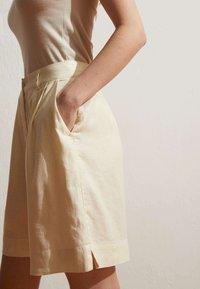 OYSHO - Short - beige - 0