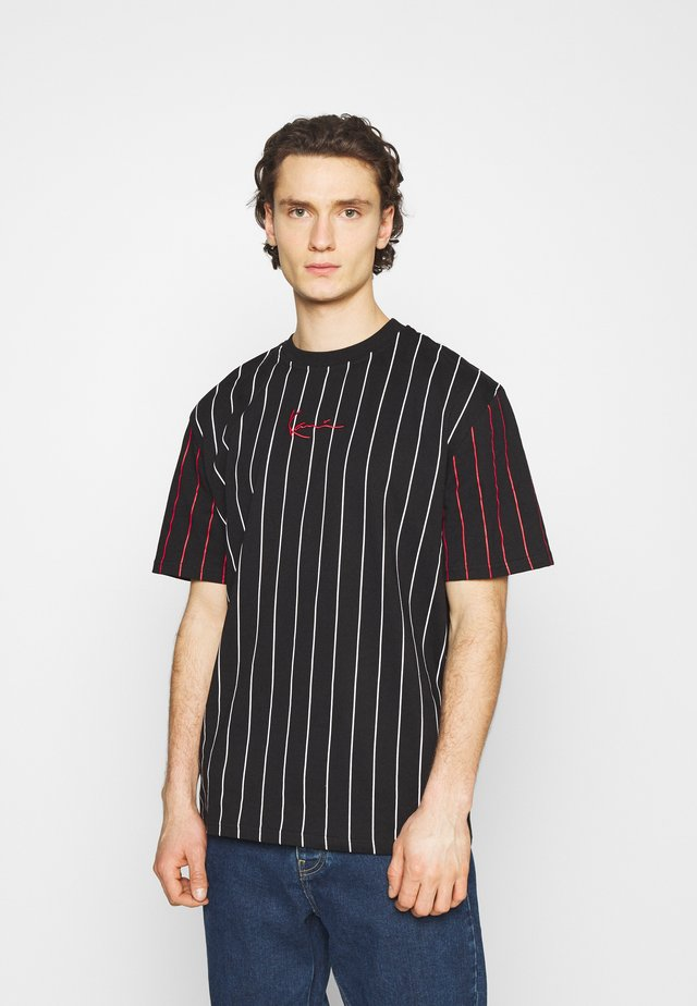 UNISEX SMALL SIGNATURE PINSTRIPE TEE - T-shirt print - black