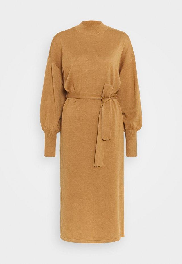 VMMELA HIGH NECK CALF DRESS - Abito in maglia - tobacco brown