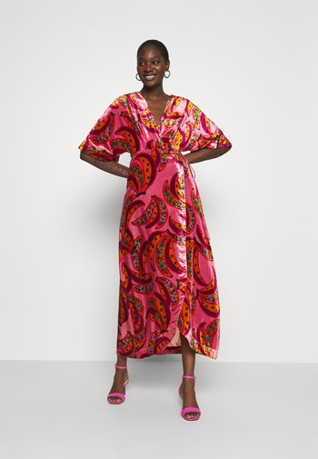 BANANA FLOWERS WRAP DRESS