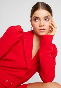Nly by Nelly - VOLUME SLEEVE SUIT DRESS - Kjole - red - 5