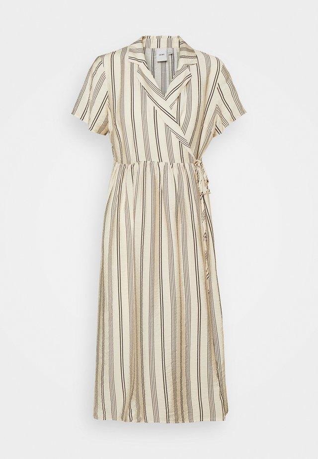 IHTIFFANY - Denní šaty - tapioca