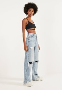 Bershka - MIT RISSEN - Flared Jeans - blue denim - 1