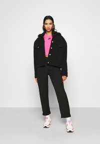 Nike Sportswear - AIR CROP - Triko spotiskem - pinksicle/black - 1