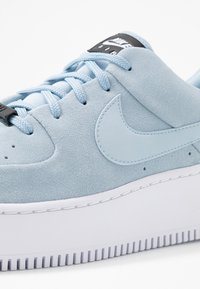 Nike Sportswear - AIR FORCE 1 SAGE - Sneakers laag - light armory blue/blue/white - 5