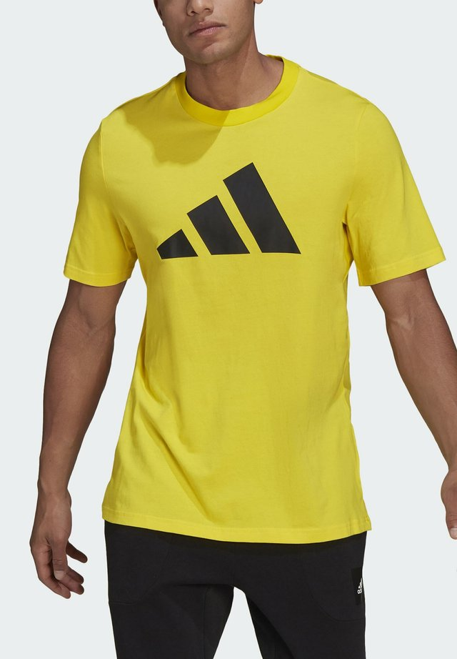 BADGE OF SPORT - Print T-shirt - yellow