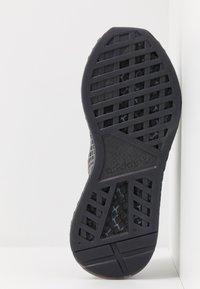 adidas Originals - DEERUPT RUNNER STREETWEAR-STYLE SHOES  - Joggesko - core black/footwear white - 4