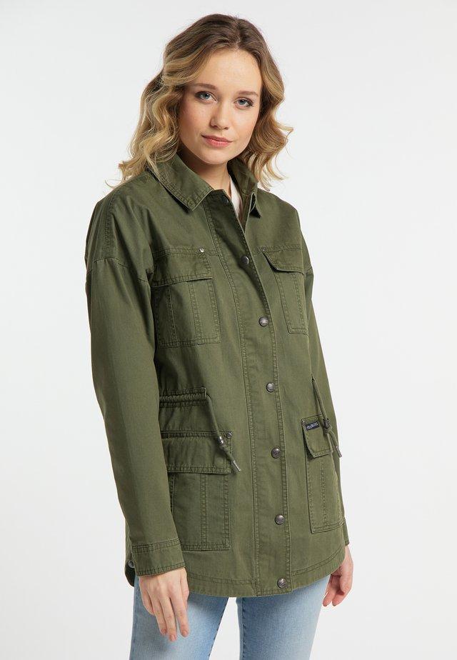 Kevyt takki - military green