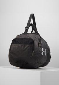 Under Armour - UNDENIABLE DUFFEL 4.0 SM UNISEX - Sports bag - black/silver - 4