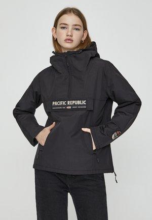 MIT BAUCHTASCHE UND PATCH IM KONTRAST 05713349 - Light jacket - black