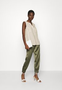 TOM TAILOR - BLOUSE STRIPED - Blouse - beige/offwhite - 1