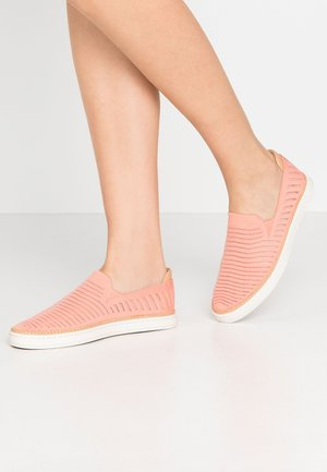 SAMMY BREEZE - Slip-ons - coral