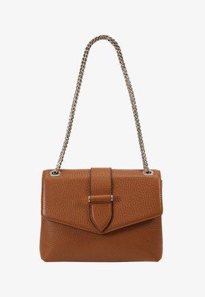 MARIA MEDIUM CHAIN BAG - Across body bag - cognac