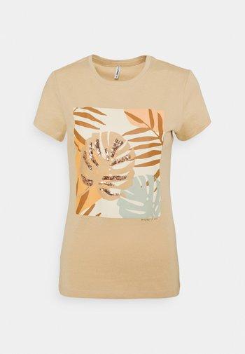 ONLMAYA LIFE FIT BOX - Print T-shirt - ginger root