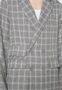 Mennace - BREEZE DOUBLE BREASTED CHECK SUIT JACKET - Blazer jacket - grey - 5