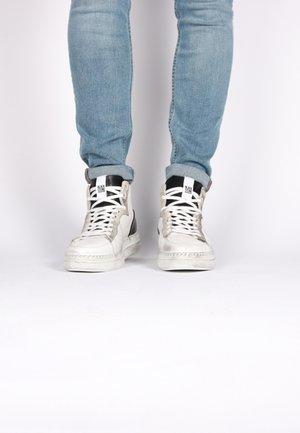 HIGH - Skateskor - white