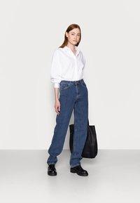 Selected Femme Tall - LONG HARBOUR - Straight leg jeans - medium blue denim - 1