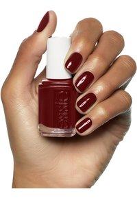 Essie - CLASSIC NAIL POLISH - Nail polish - berry naughty - 4