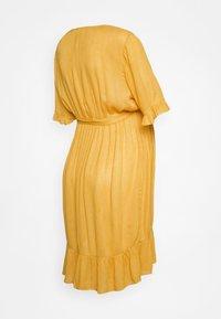 MAMALICIOUS - MLLANA 2/4 WOVEN SHORT DRESS  - Sukienka letnia - chinese yellow - 1