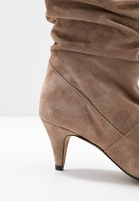 LAB - Boots - taupe - 2