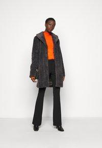 Dorothy Perkins Tall - PEARL BUTTON CUFF ROLL NECK - Jumper - orange - 1