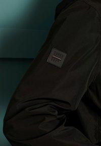 Superdry - SURPLUS GOODS HIKER  - Training jacket - black - 3