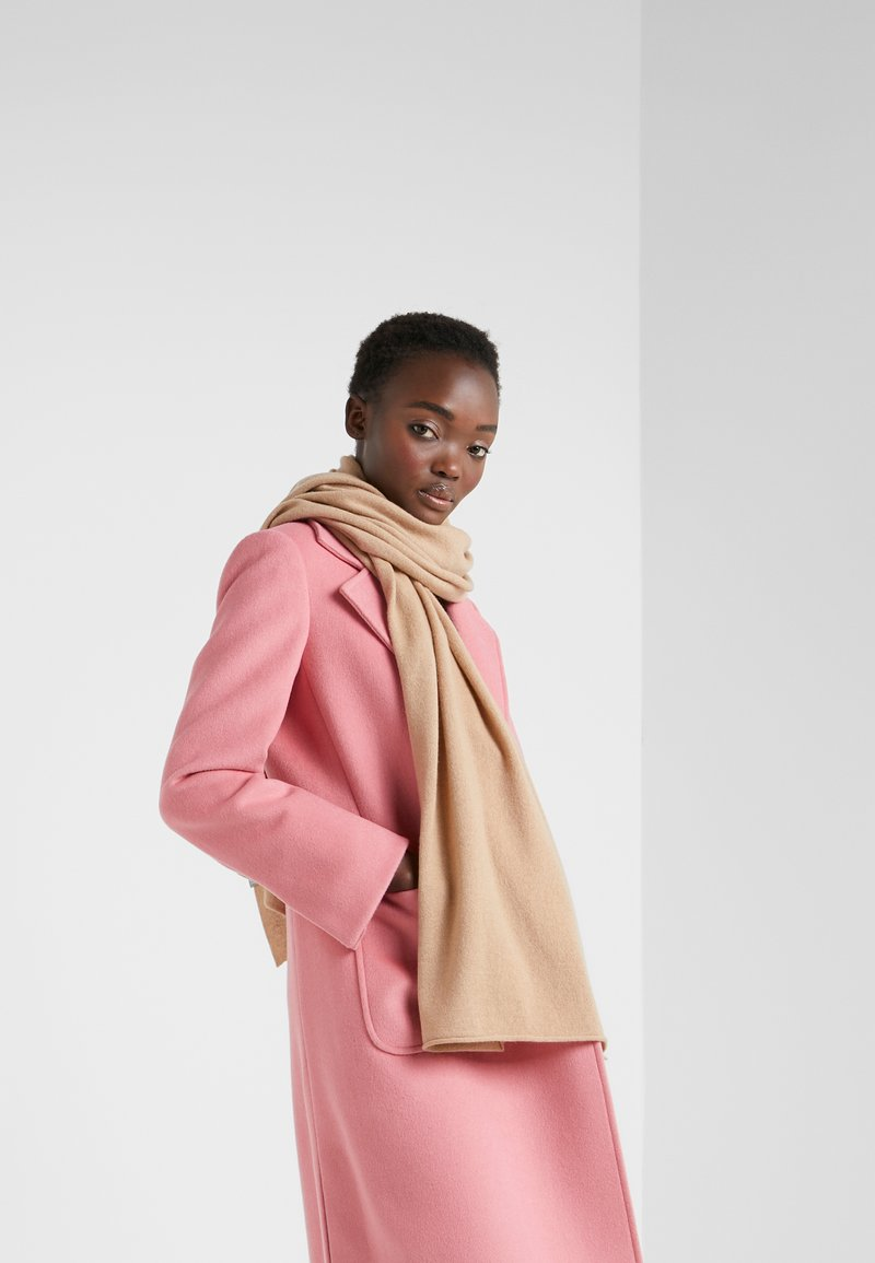 FTC Cashmere - CLASSIC SCARF - Sjaal - camel