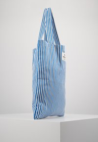 Mads Nørgaard - ATOMA - Shopping Bag - blue/white - 4