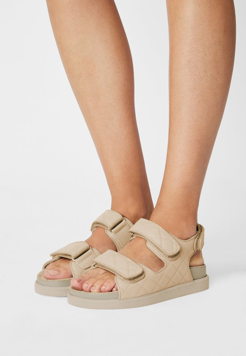 Pavement - LUCIANA - Sandals - nude