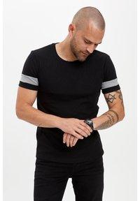 DeFacto - Basic T-shirt - black - 0
