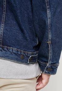 Levi's® Plus - BIG TRUCKER - Veste en jean - colusa - 4