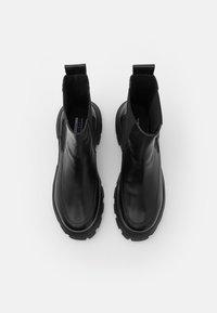 Topshop - VEGAN VIOLET ROUND TOE BOOT - Kotníkové boty na platformě - black - 5