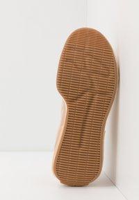 adidas by Stella McCartney - TREINO S. - Sports shoes - soft powder/signal orange - 4