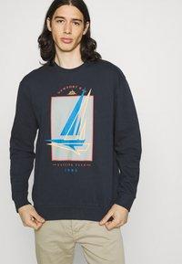 Newport Bay Sailing Club - GRAPHIC - Sweatshirt - white - 3